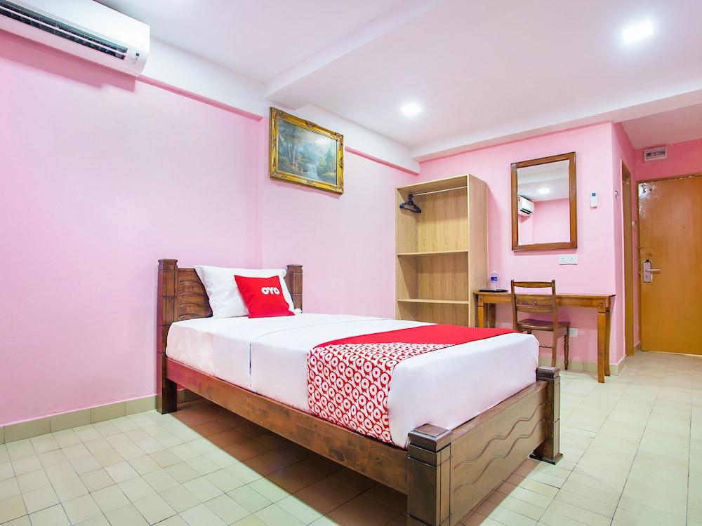 Macktz Comfort Inn Masjid India