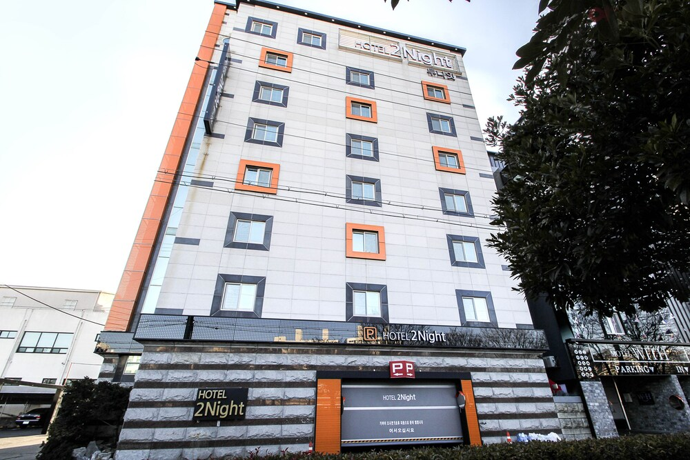 2Night Hotel