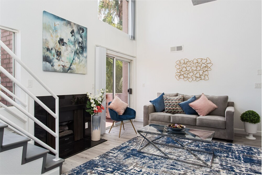 Luxurious Hollywood 2BD Suites