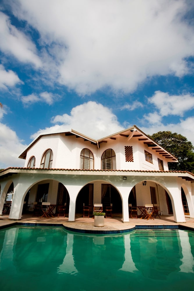 Bizafrika Guest Lodge & Conference Center