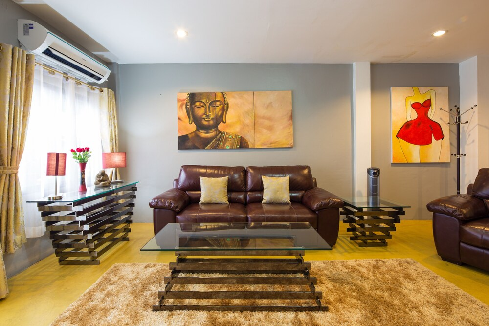 Luxury Chiang Mai Old City Town House