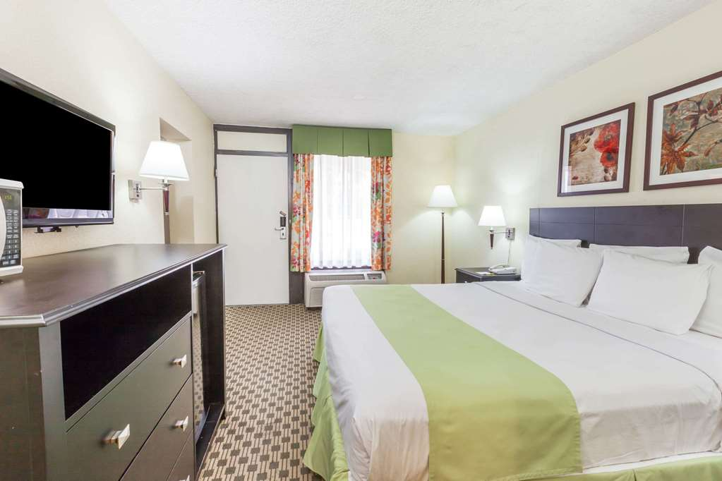 Gallery image of Days Inn by Wyndham Irving Grapevine DFW Airport North
