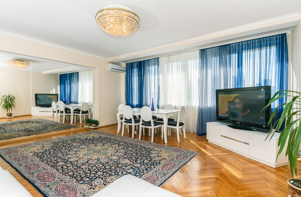 4 Room Apartment Kiev Opera View