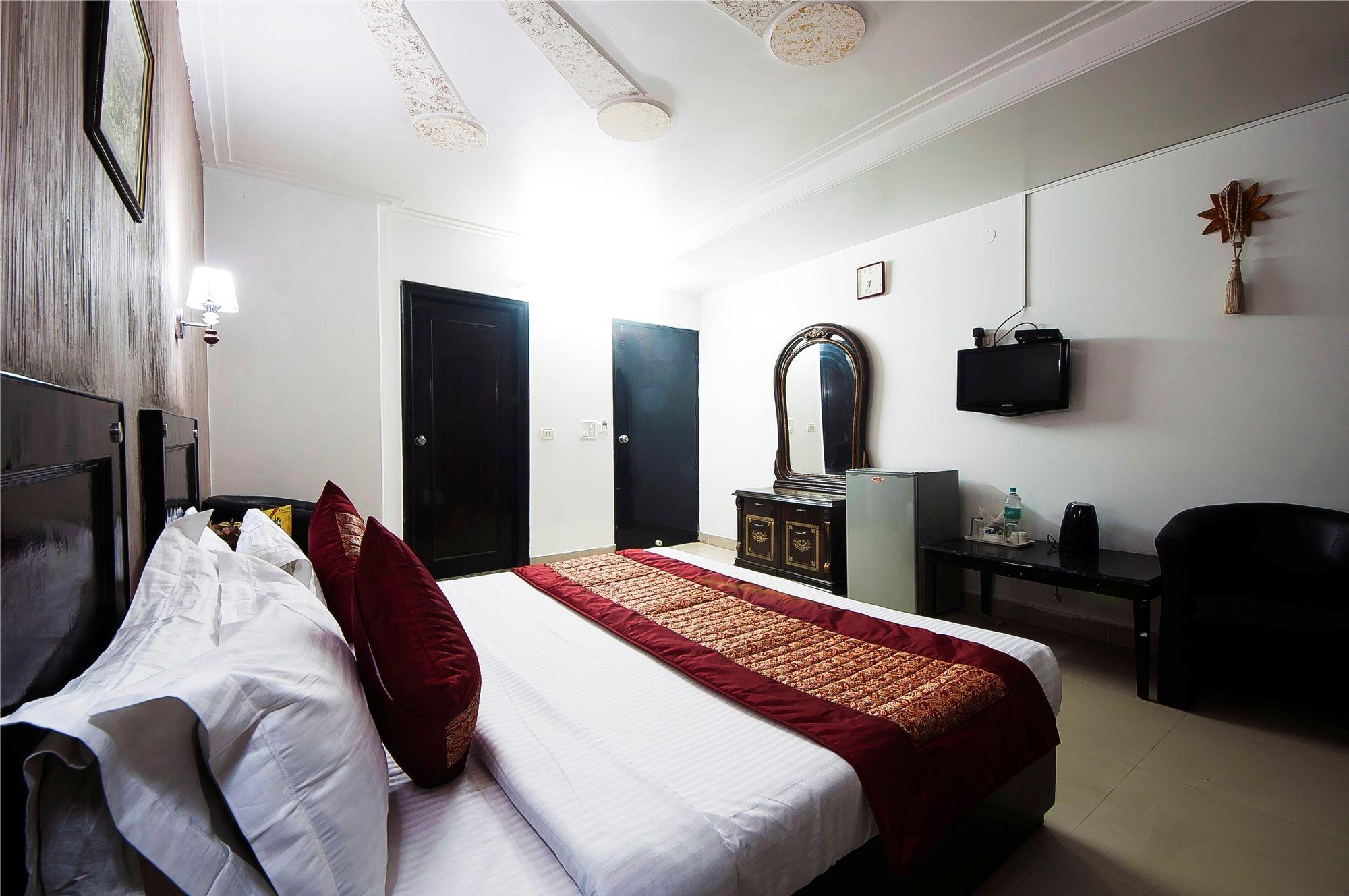 Airport Hotel Noratan Palace