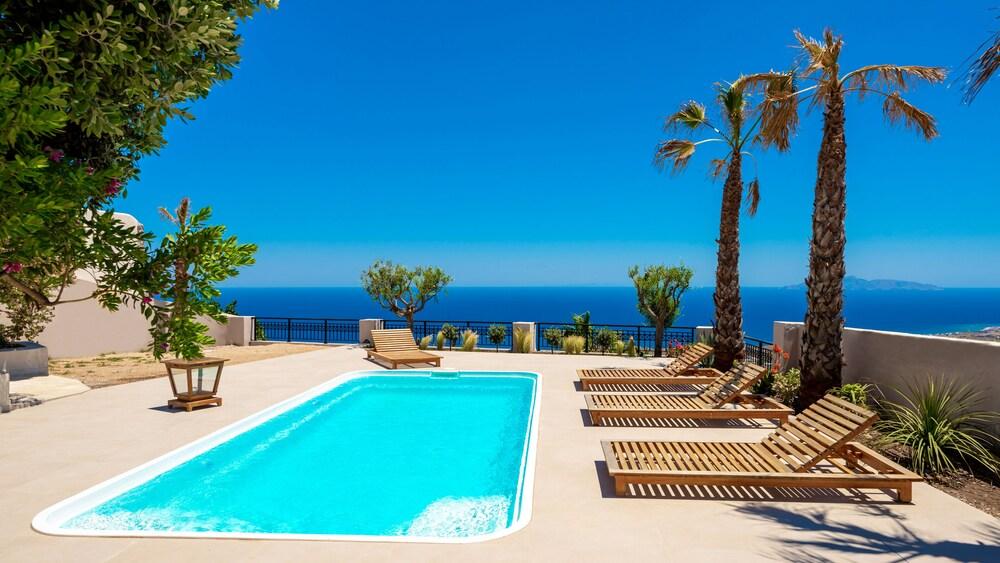 Grand Villa Santorini