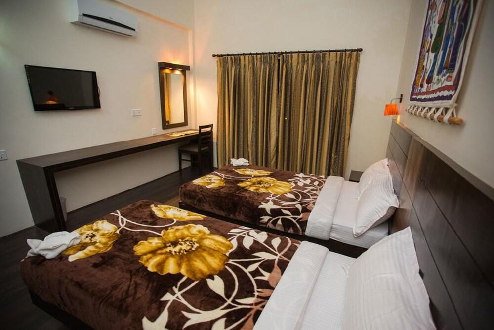 Gallery image of Chitwan Adventure Resort
