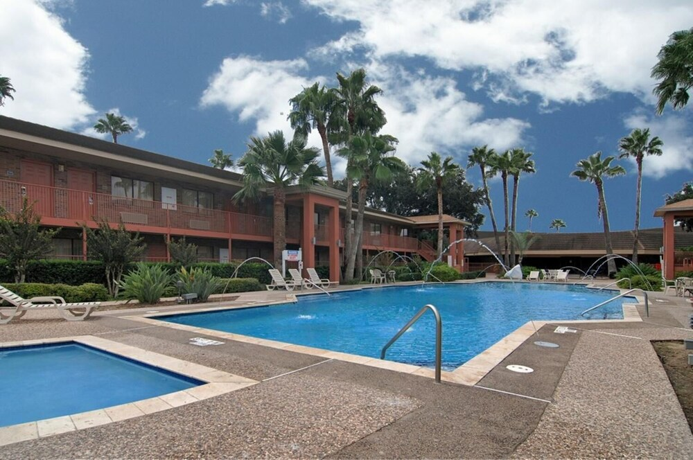 Gallery image of Palm Aire Hotel and Suites