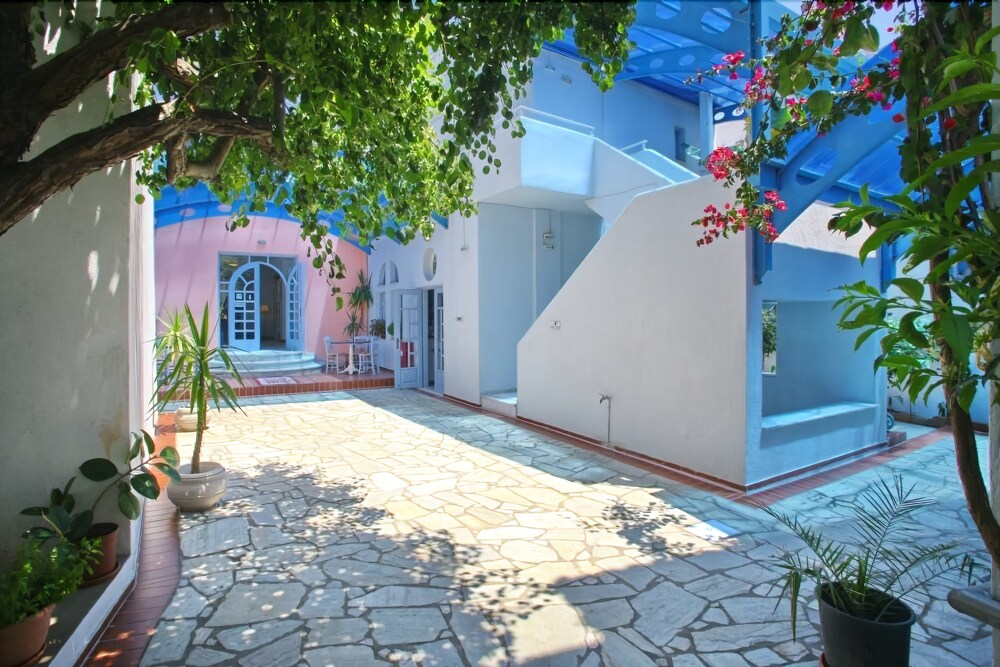 Gallery image of Dolphin Hotel