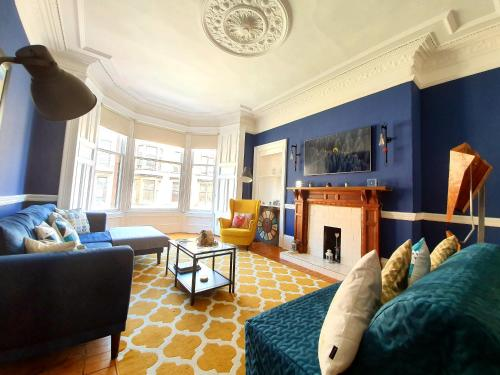 Gorgeous Light Apartment In West End