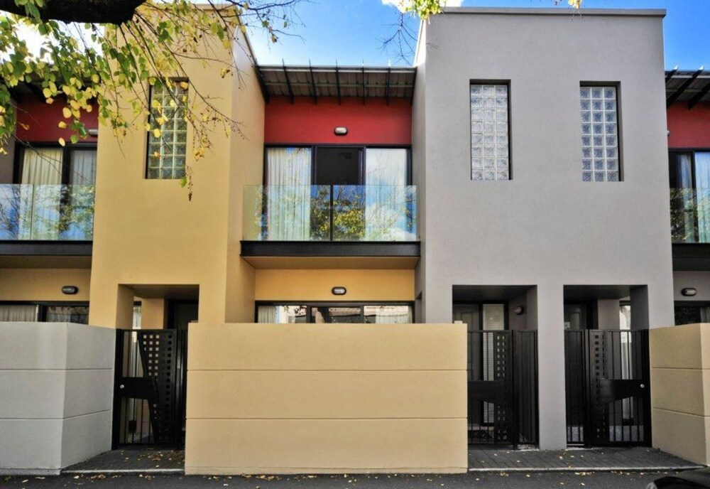 RNR Serviced Apartments Adelaide Sturt St