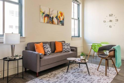 Fresh & Modern 1br in the Heart of the City with Gym