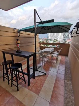 Holistay Manila Studio Type with Balcony & Netflix