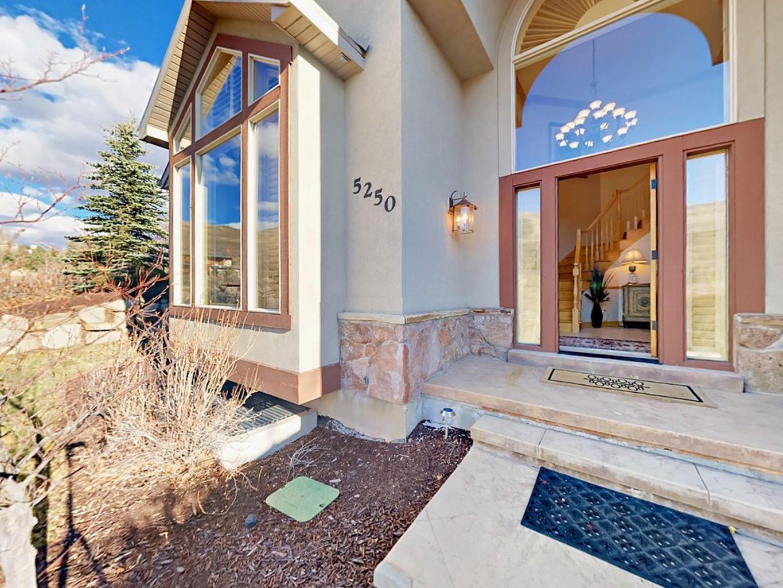 5250 Pioneer Fork Road Home