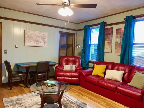 Large & Cozy Apt Close To Downtown Free Parking