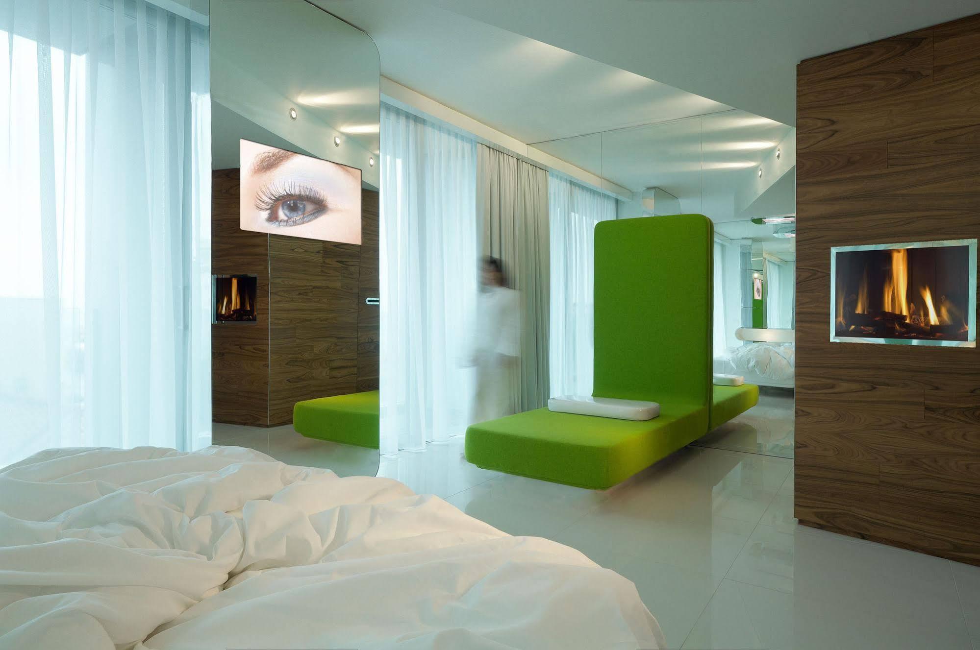 i Suite Hotel