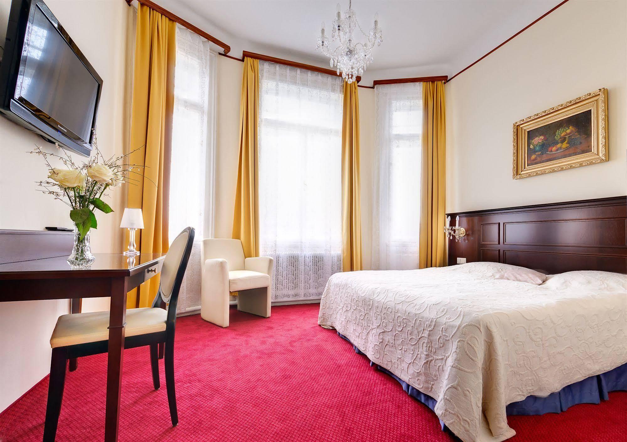 Hotel Viktoria (هتل ویكتوریا)