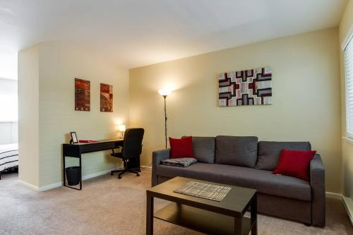 Safe and clean apartment near SJC and DTSJ