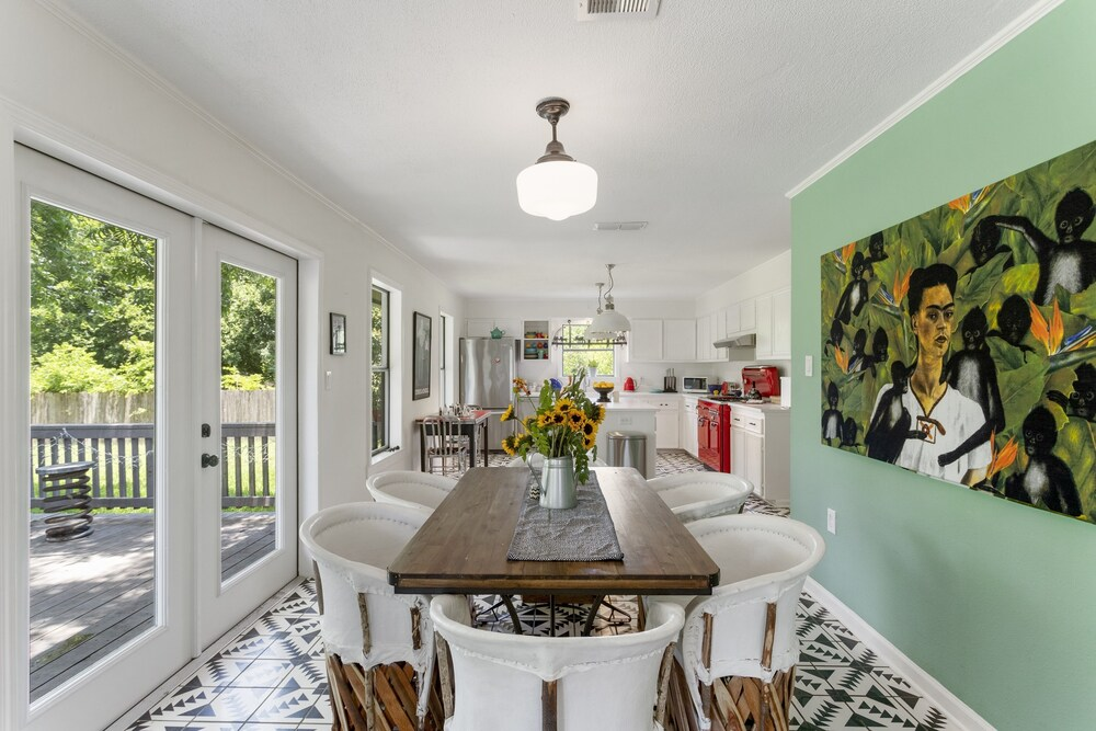 The Tire Swing Modern 3BD Gourmet Kitchen Awesome Local