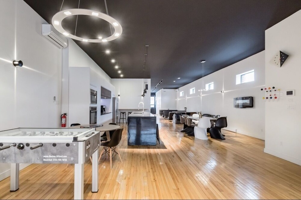 Plaza Luxury Bachelor Party Penthouse by Liv Mtl 3