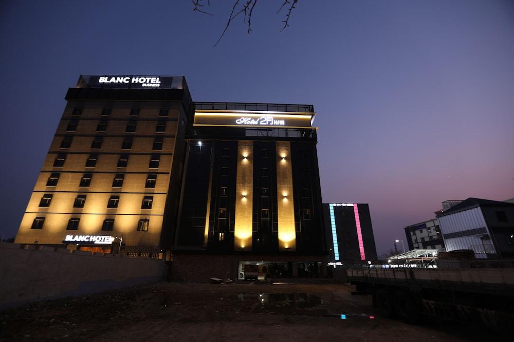 February Hotel Sinho