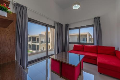 Golden Apartments: Pool view 1 bedroom apartment in GCribs