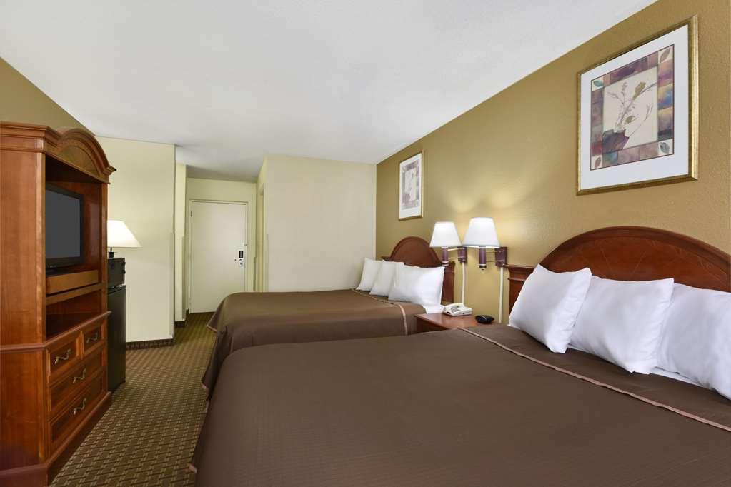 Gallery image of Howard Johnson Hotel & Suites by Wyndham Allentown Dorney