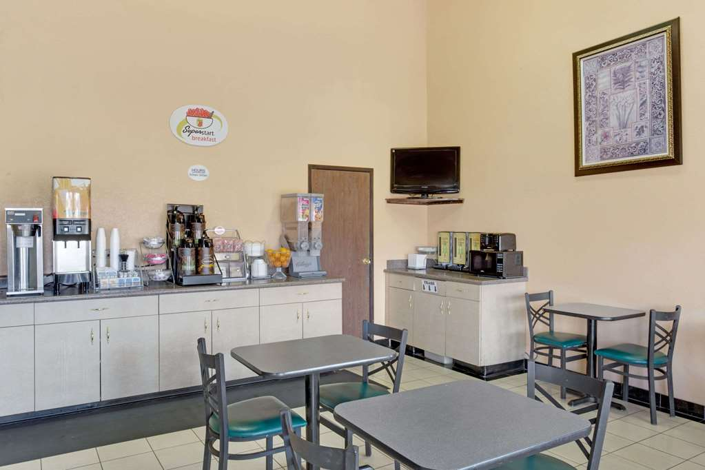 Gallery image of Super 8 by Wyndham Tucson Downtown Convention Center