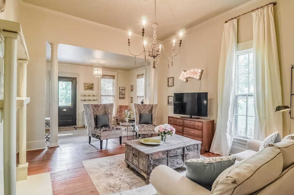 3br 2ba Enchanting Nashville 3 Bedroom Home