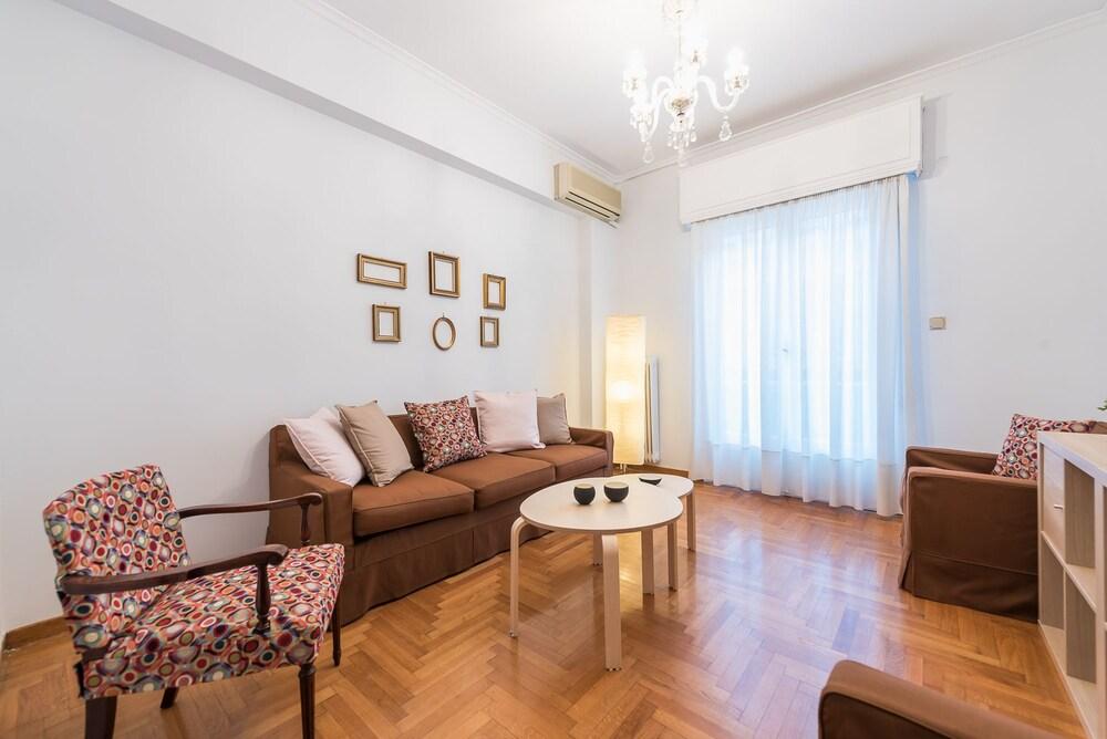Elegant Koukaki Apartment by Cloudkeys