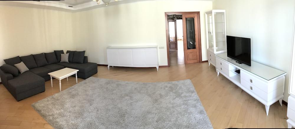 Luxury Condominium. Kiev center.