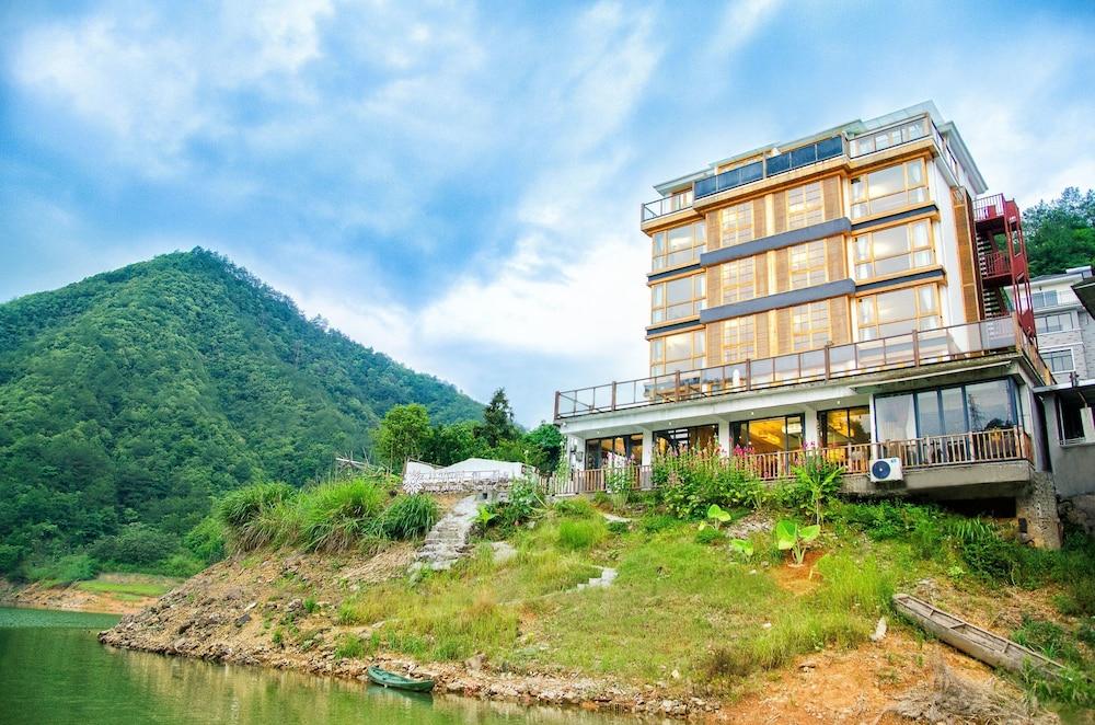 Floral Hotel Qiandaohu Deyishe Inn