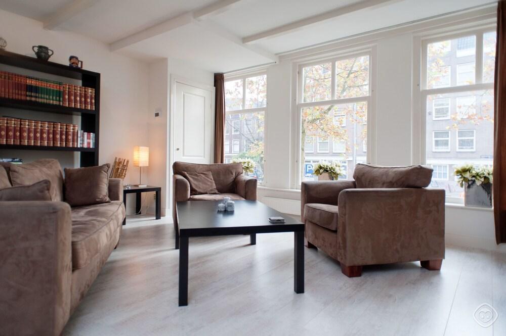 Lijnbaan Canal View Apartment