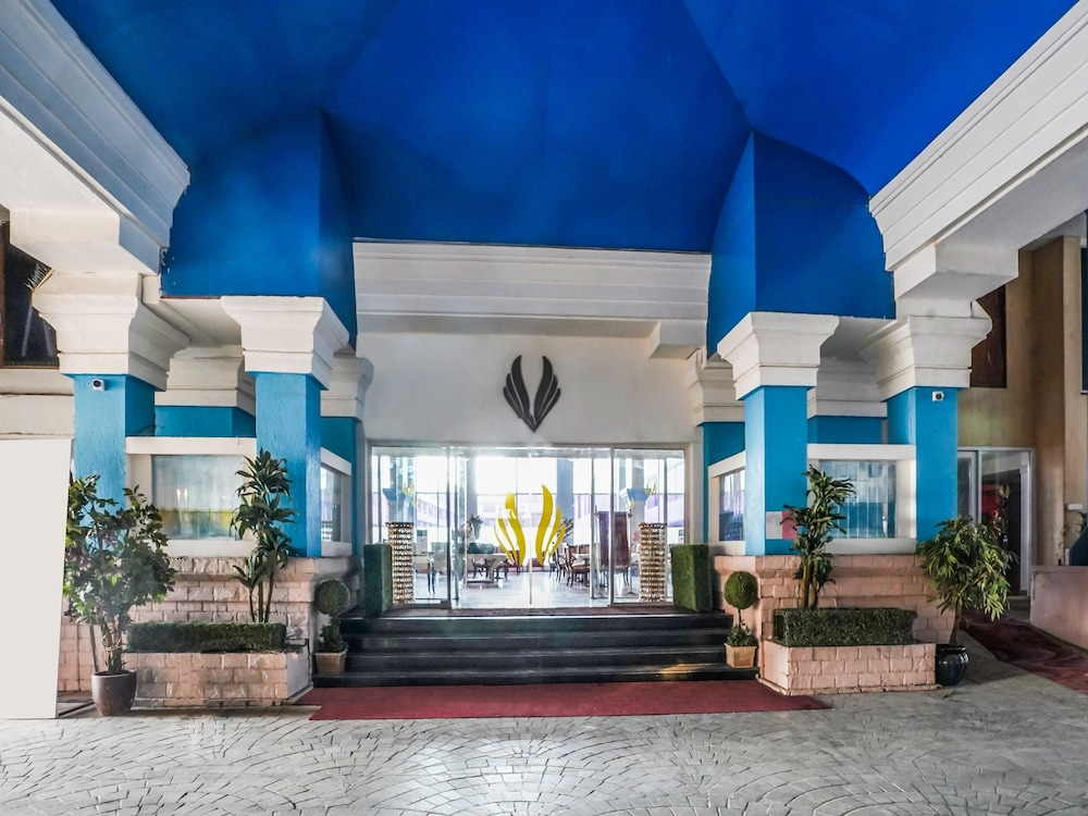 Capital O 29124 Royal Palms Hotel