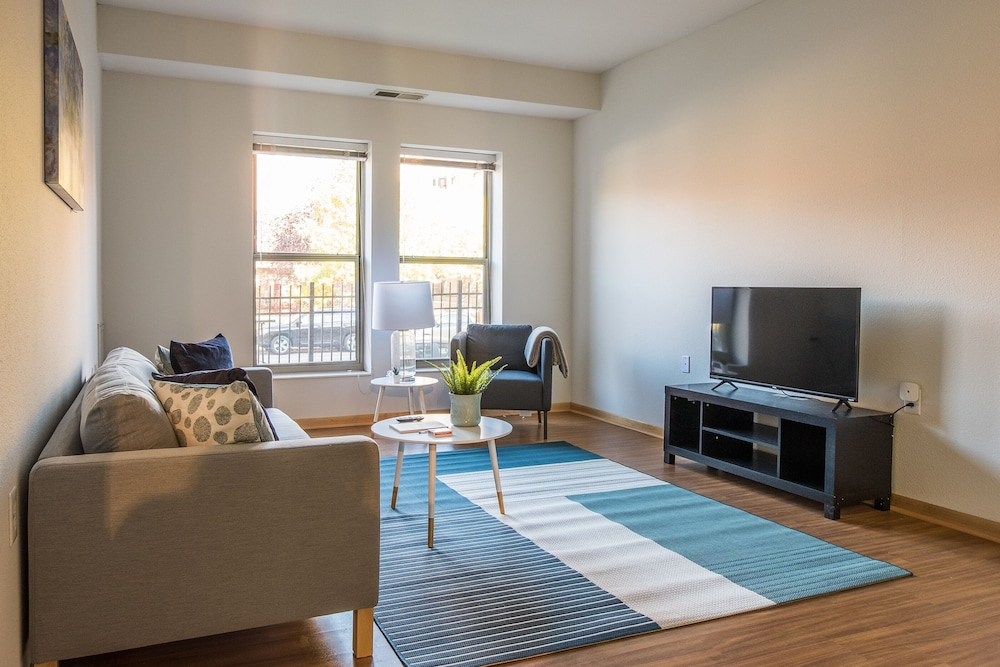 North Loop Apartments by Frontdesk