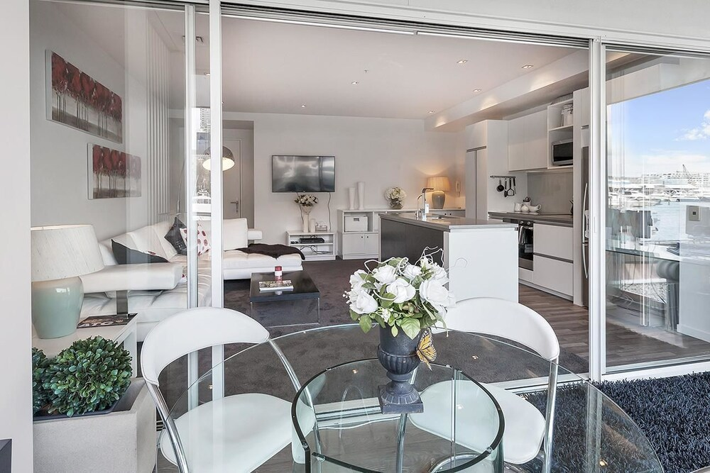 QV Modern Light filled Apartment 751