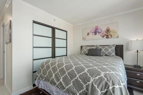 Vancouver Abbott 2BR Apartment