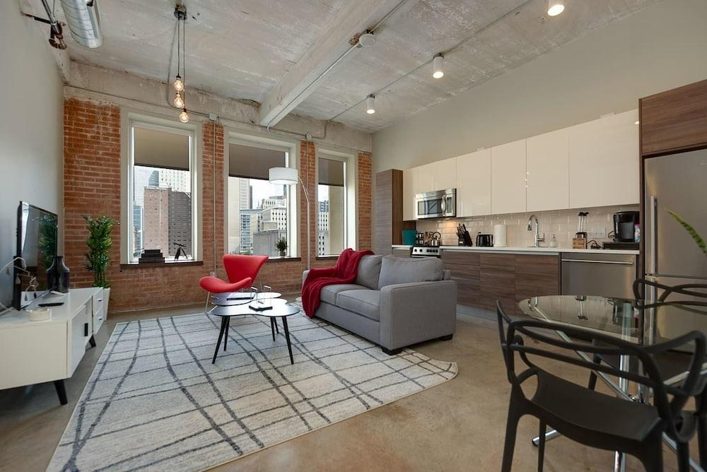 Gorgeous 1 Bedroom in Historic Building Downtown