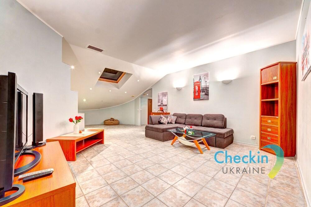 Luxury 3 bedroom apartment Gonchara 74b