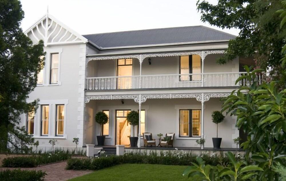 Middedorp Manor