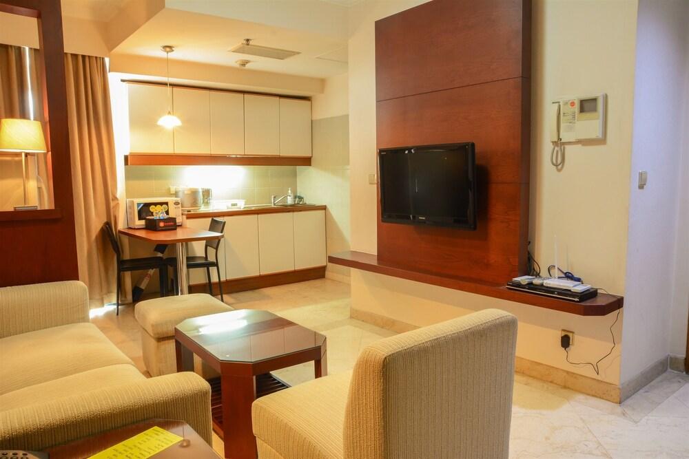 Big 1 Bedroom Park Royale Apartment By Travelio