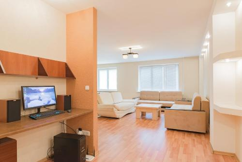 Large apartment near metro station