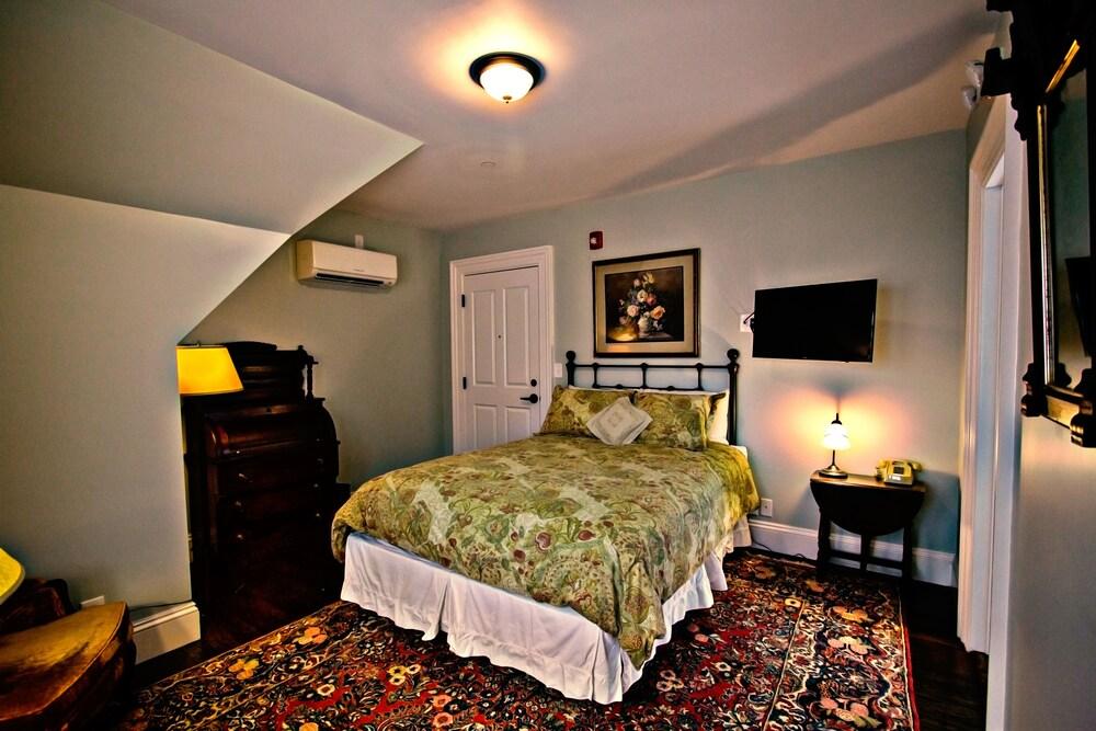 The Samuel Sewall Inn