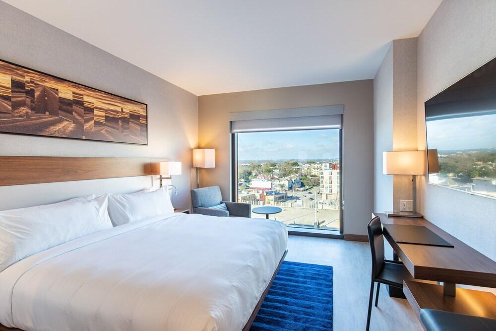 AC Hotel by Marriott Austin University