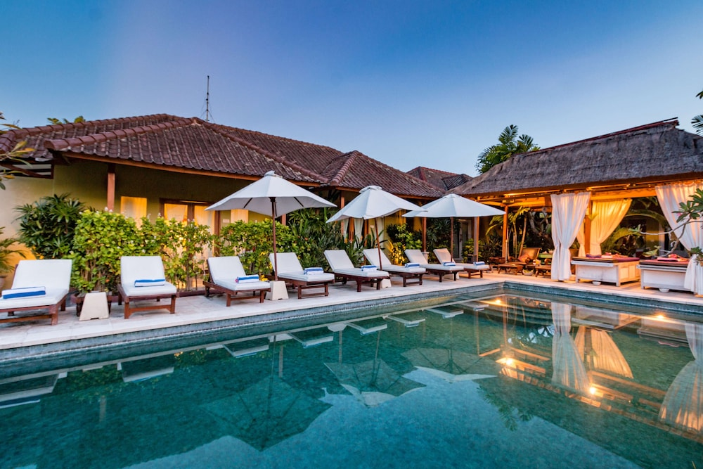 Aleesha Villas and Suites